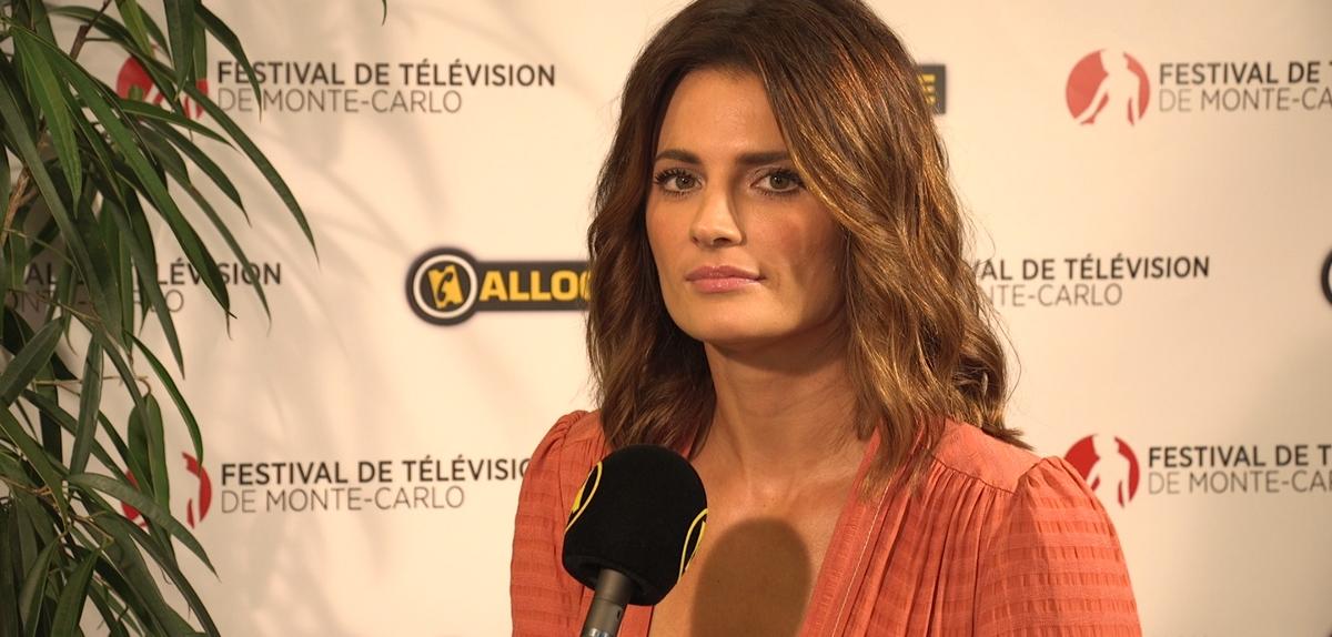 Stana Katic en interview lors du 57ème Festival de télévision de Monte-Carlo