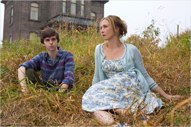 Bates Motel : photo Freddie Highmore, Vera Farmiga